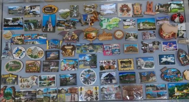 Изложба от 300 магнита от целия свят привлича читателите на Библиотеката в Силистра