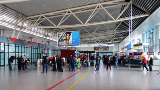 Задържат българи на летище София заради неясноти в заповедта на Ананиев за карантината