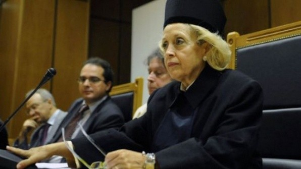 За първи път в историята на Гърция жена оглави преходното правителство