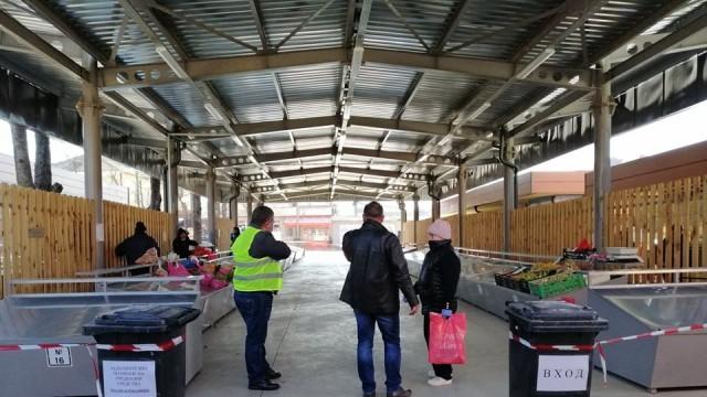 Община Червен бряг въвежда пропускателен режим на пазара
