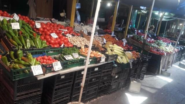 Олиото скочи с 2,4% за седмица, доматите струват близо 10% повече, а вносните краставици паднаха с 9,5 %