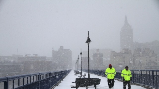 Франция: Над 15 хиляди коли блокирани в снежен капан по празниците