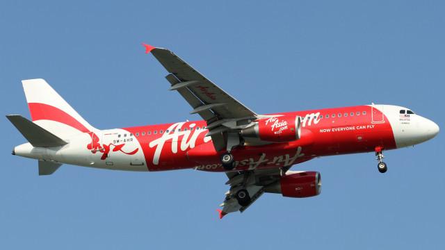 Самолет на AirAsia със 162-ма души се e разбил на път към Сингапур