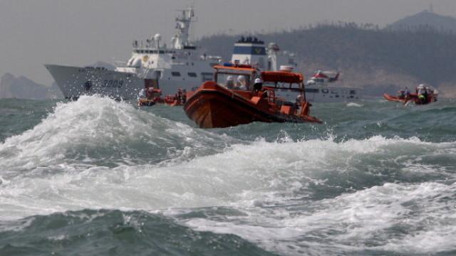 Гръцки ферибот с 411 пътници пламна в Адриатическо море