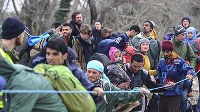 Гърция: Подстрекават бежанците да тръгнат към България