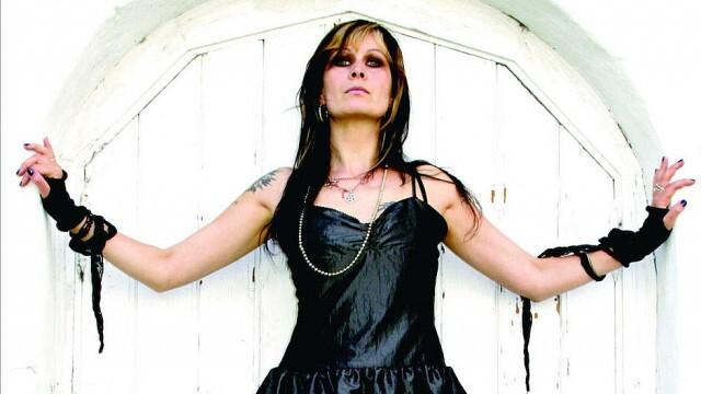 Вокалистка на метъл банда е жертва на стрелеца с лък в Норвегия