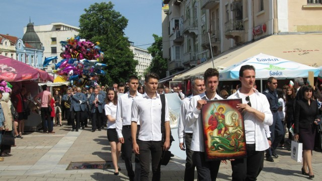 Празнично шествие премина по улиците на Плевен /ФОТОГАЛЕРИЯ/