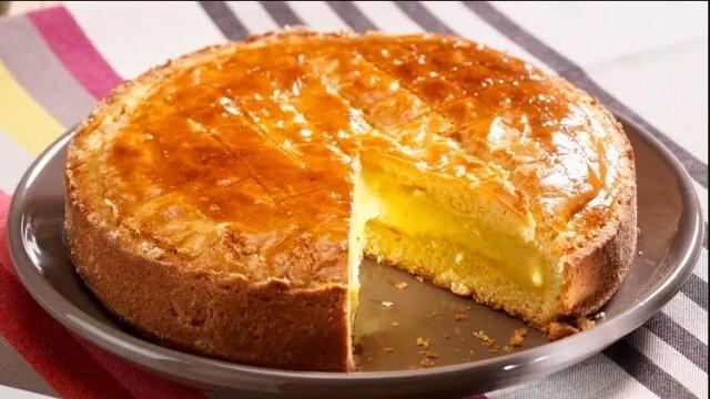 Едно изкушение от страната на баските - торта с крем или черешов конфитюр