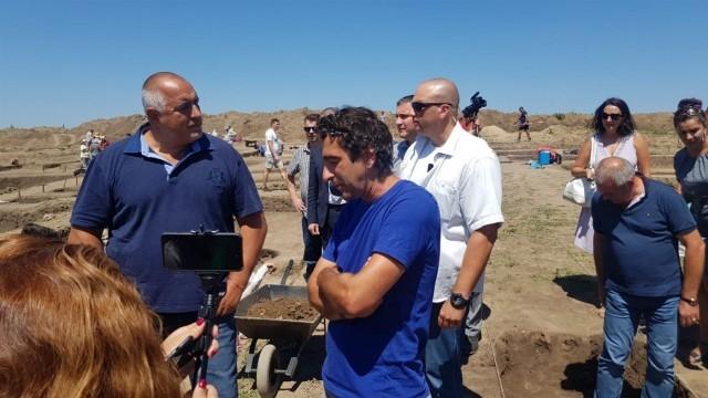 """Министър-председателят инспектира строителните дейности по автомагистрала """"Хемус"""""""