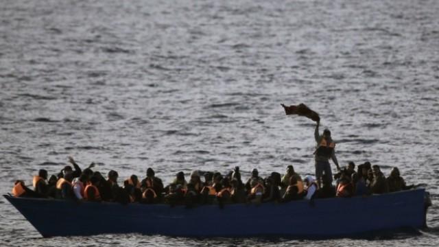 Бреговата охрана на Румъния спаси 153 мигранти в Черно море
