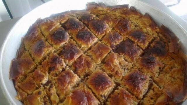 Баклава с локум, орехи и грис - лесна и вкусна