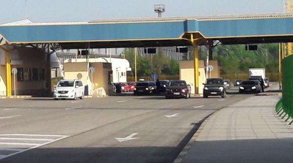 Бум: Карантинират по 400 души денонощно на Дунав мост