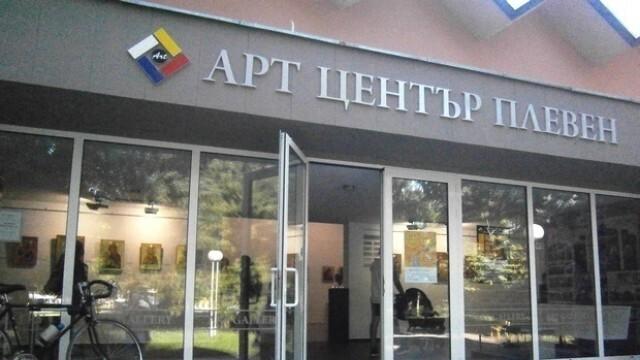 Показват изложба с творби на Светлин Русев в родния му Плевен на 15 юни