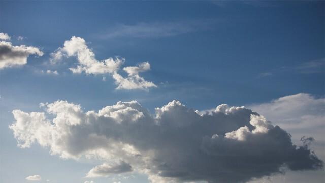 Облаци на изток, слънце на запад