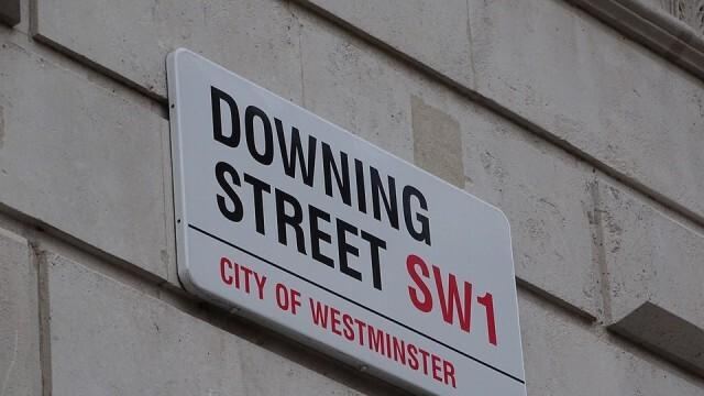 Борис Джонсън налага още по-строги локални ограничения след 2 декември