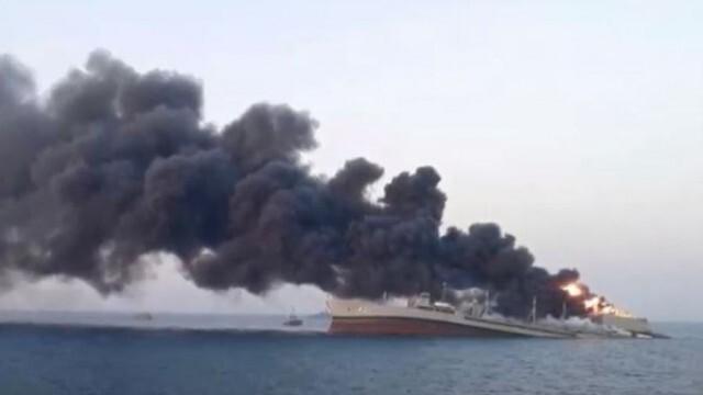 Най-големият кораб в иранския флот се запали и потъна