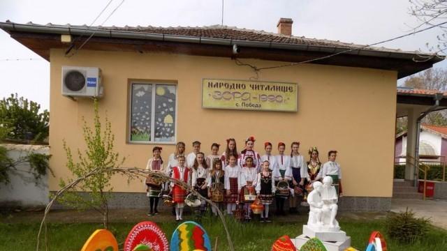 В село Победа, община Долна Митрополия: Лазарките пеят и на девойките – за хубост, на момците – за храброст и ловкост