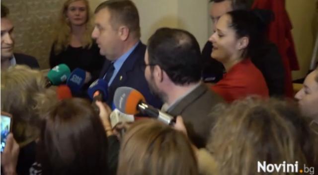 Чуколов и Каракачанов кръстосаха шпаги в парламента, споменаха се кюфтета, водка, архипелази и джаза