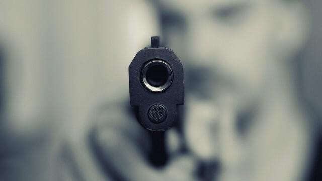 Мъж простреля любимата си във фризьорски салон