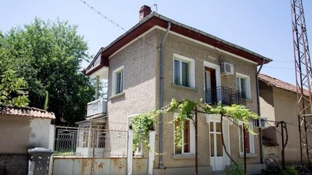 Слави Трифонов е продал родната си къща в Учиндол