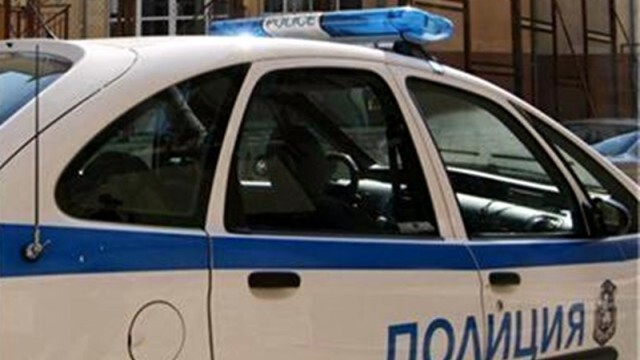 Безразсъдство! Две деца возел в колата шофьорът, който избяга от полицейската гонка и катастрофира