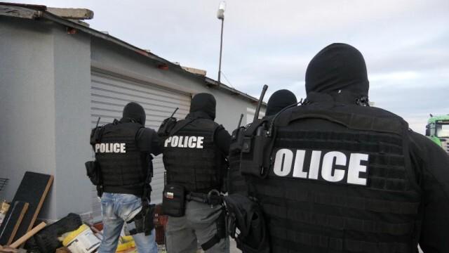 Задържаха двама чужденци за внос на 500 кг хероин, скрит в мраморни керемиди