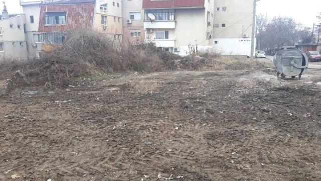 """Общината за пореден път почисти сметище на улица """"Кръстец"""""""