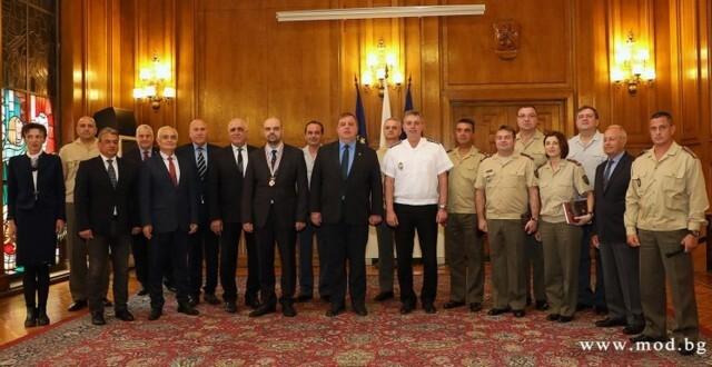 Министър Каракачанов: Военновъздушното ни училище може да бъде сред най-добрите в света