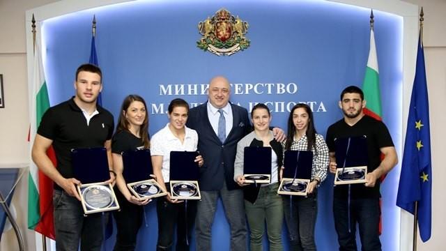 Почетни плакети за Биляна Дудова и Ангел Русев от спортния министър /Снимки/