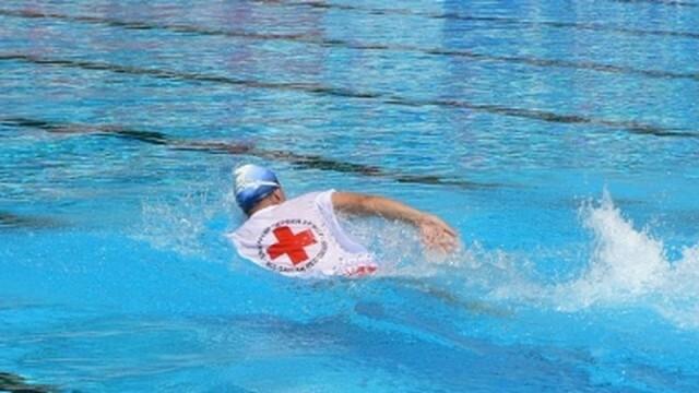 БЧК-Русе заверява личните талони на водните спасители