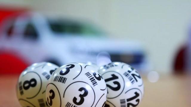 Кралев и Домусчиев на различно мнение за държавната лотария