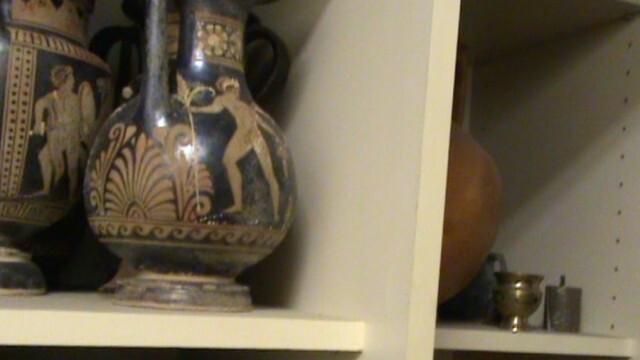 """Иззеха още близо 900 предмета от """"съкровищата"""" на Али Баба"""