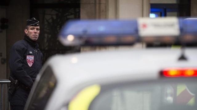 Париж: Похителят в пощата арестуван, заложниците невредими