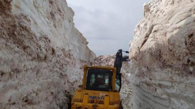 8-метров сняг блокира пътища в Турция