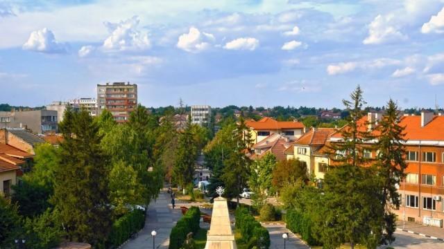 Информационна среща между работодатели и безработни се провежда в Кнежа