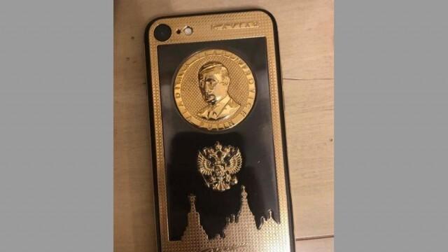 Уникален позлатен айфон с лика на Путин е открит у арестувания Брендо