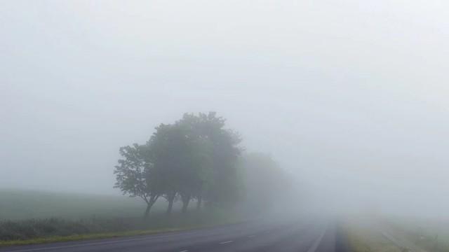 Мъгла и ниска облачност в равнинните части на страната
