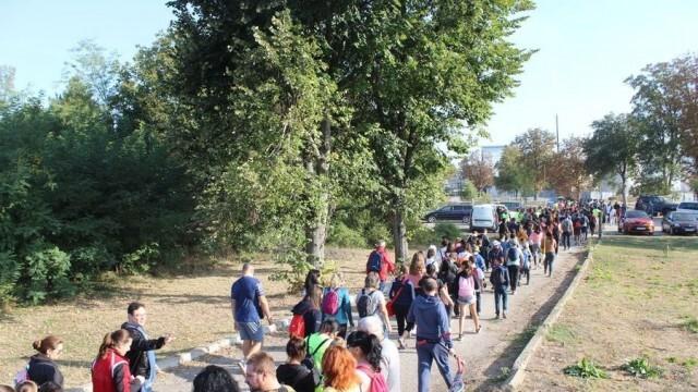 Над 400 души се включиха в похода в Кнежа, за да спечелят финансиране за нова спортна площадка
