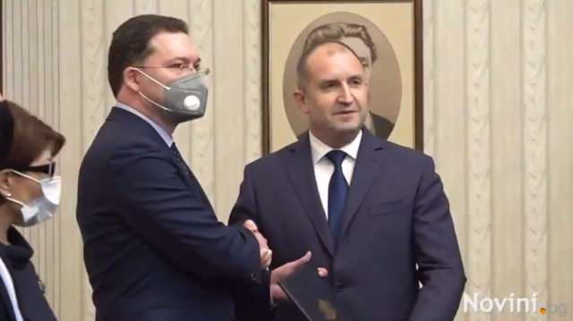 Румен Радев връчи мандат на ГЕРБ-СДС