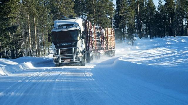 Защо руските тираджии закрепват пластмасови бутилки на колелата на камионите?