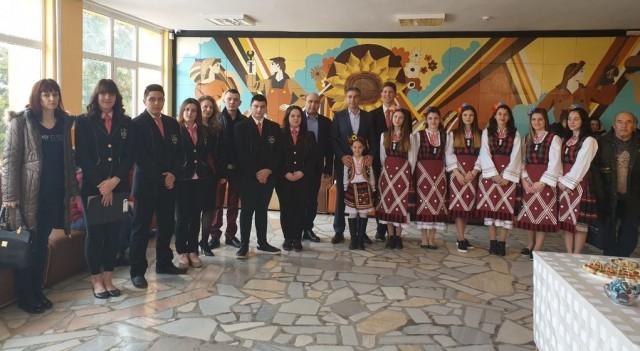 Плевенският депутат Владислав Николов присъства на събитие в Гимназията по земеделие в Кнежа