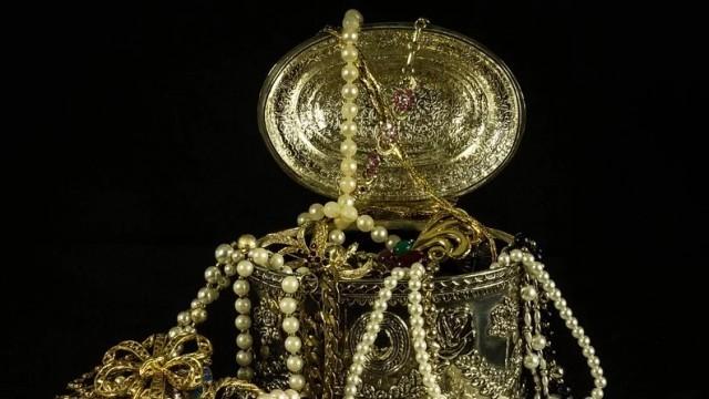 Апаши задигнаха злато от апартамент в Русе