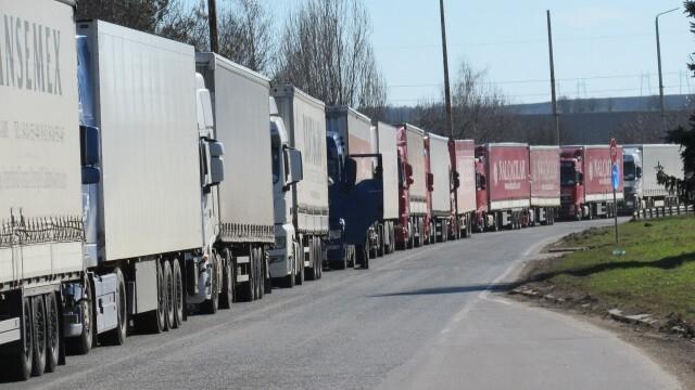 Пада 14-дневната карантина за международните шофьори, които се връщат в България