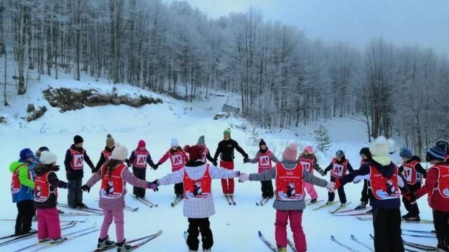 """145 деца от Плевен се включиха в поредното издание на Националната програма """"Научи се да караш ски"""""""