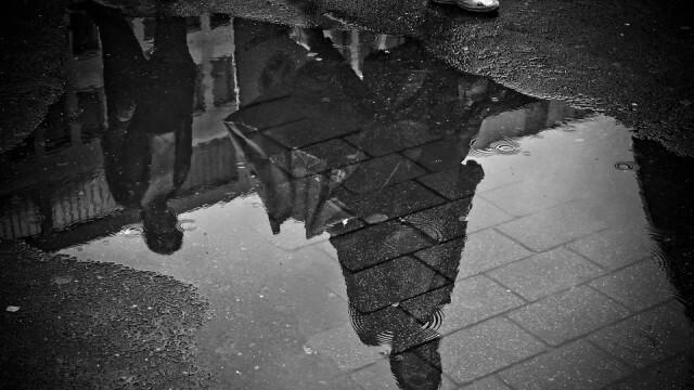 Облаците и дъждът остават, продължават и през нощта срещу събота