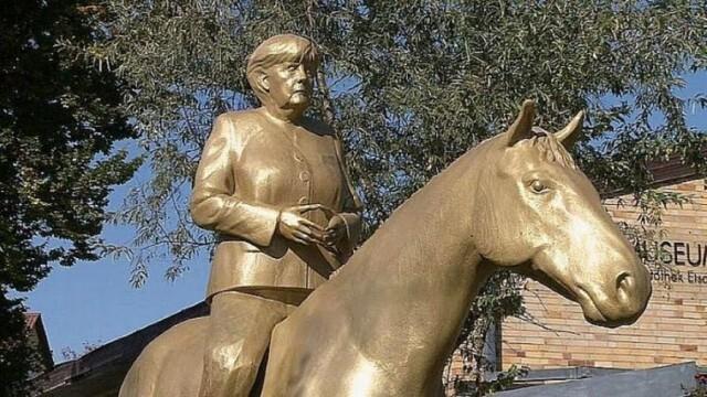 Изваяха Меркел, възседнала кон
