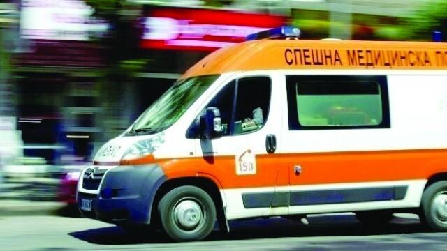 Трима, сред които и дете, загинаха при удар на кола с мотокултиватор