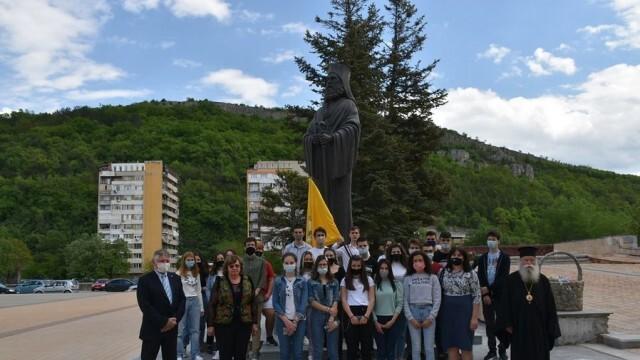 Поднесоха цветя пред паметника на Екзарх Йосиф Първи в Ловеч