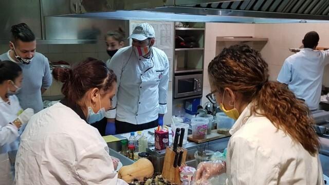 Ученици от ПГ по туризъм - Плевен приготвяха интересни вкуснотии по повод Националната седмица на достъпа до добра храна