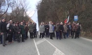 Калофер: Шивачки  от Интендантското обслужване блокираха подбалканския път София-Бургас